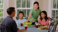 Eating together can improve teen diets