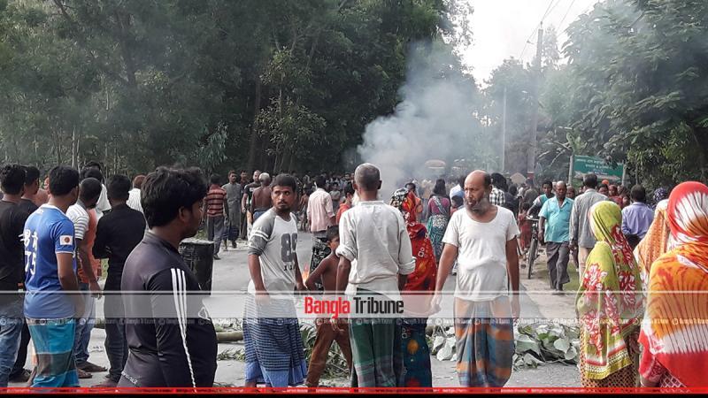 Locals blocked the Thakurgaon-Dinajpur highway.