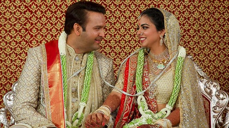 Hillary Clinton joins Bollywood stars as super-rich Indians wed