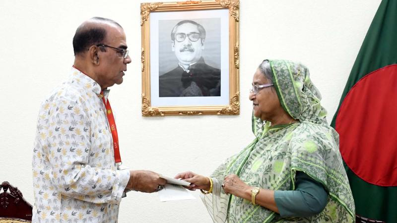 PM donates Tk 3.5m to actor Ahmad Sharif