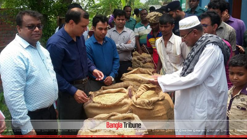 Rajshahi DC buys rice directly from farmers