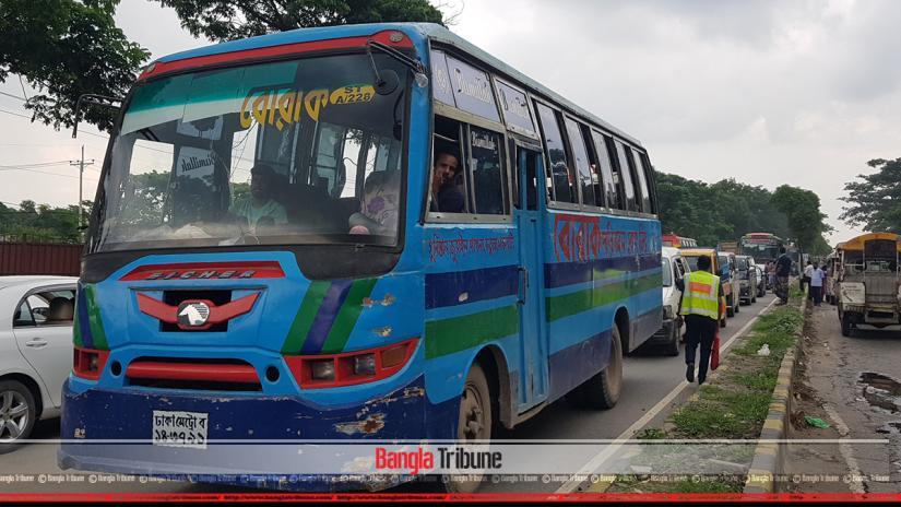 Major tailback at Dhaka-Chattogram highway