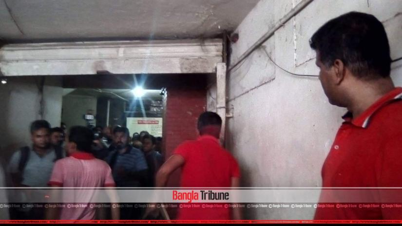 A faction of BNP's student wing Jatiyatabadi Chattra Dal (JCD) has vandalised the party headquarters to press their demand of forming a committee after lifting the age limit.