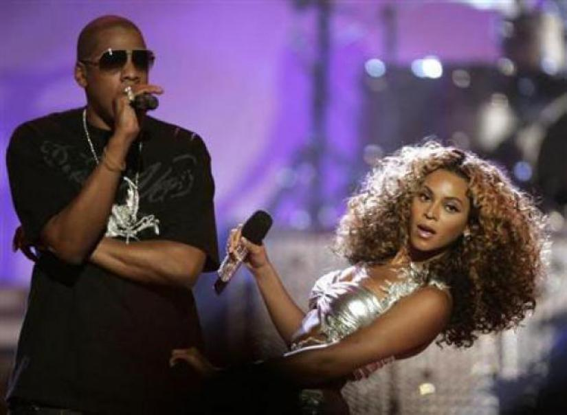 R&B artist Beyonce (R) performs `deja vu` with rap artist Jay-Z at the 2006 BET Awards at the Shrine Auditorium in Los Angeles on 27 June 2006.Reuters