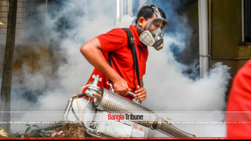 Mosquito repellents being sprayed with a fogger machine in a bid to controll the dengue outbreak. PHOTO: BANGLA TRIBUNE/Sazzad Hossain