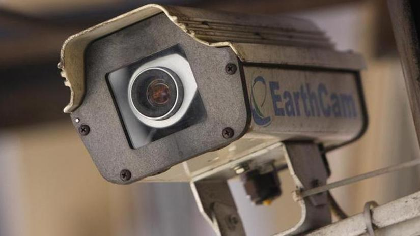 A security camera sits on a building in New York City March 6, 2008. REUTERS