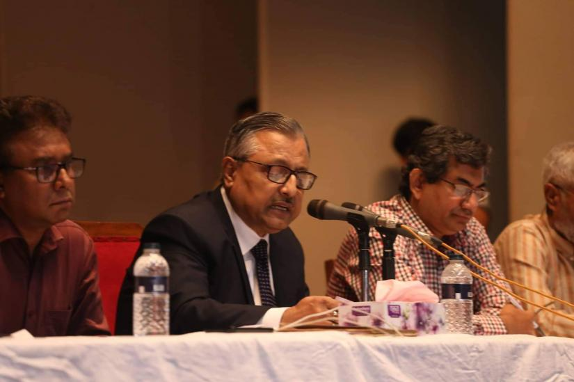 Vice Chancellor of Bangladesh University of Engineering and Technology Prof Saiful Islam speaks during a discussion with the protesting students at the university auditorium on Friday (Oct 11). PHOTO/Sazzad Hossain