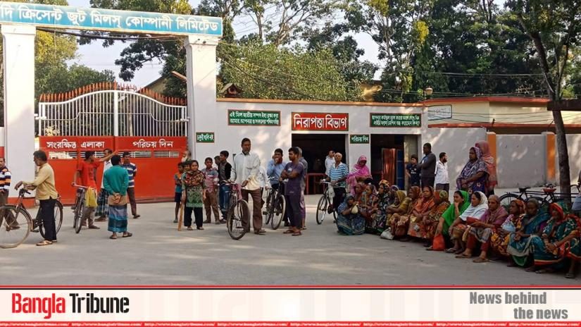 Workers have held sit-in protest at Crescent Jute Mill gate in Khulna on Tuesday (Dec 3)