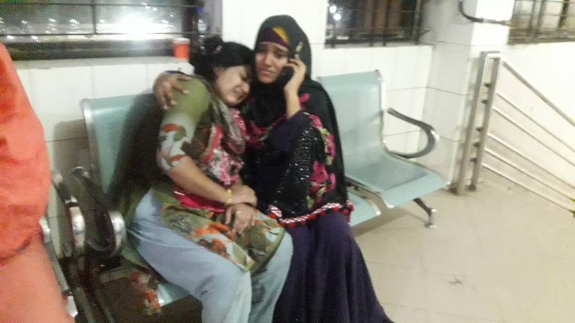 Relatives of the victims, who sustained injuries in a fire at a factory in Keraniganj, are seen wailing at Dhaka Medical College Hospital on Wednesday (Dec 1).