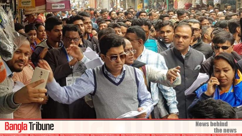 Awami League's Dhaka South mayoral candidate Sheikh Fazle Noor Taposh campaigning at the capital's Mugda on Thursday (Jan 23)